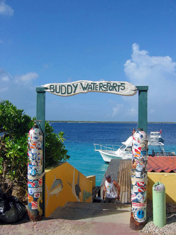 Entrance to Buddy Dive Dock
